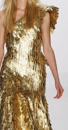 Lever Couture ~via Zsa Zsa Bellagio