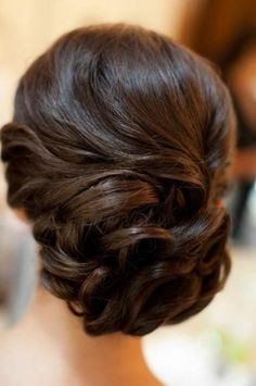 http://www.viphairstyles.com/wp-content/uploads/2012/11/elegant-chignon.jpg  I love this hair style!