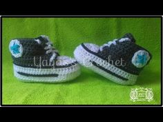 The Crochet Baby Converse Sneakers Free Pattern and Video Tutorial are great to make cute baby booties for new parents or your own baby. Booties Crochet, Crochet Converse, Crochet Socks, Crochet Baby Booties, Diy Crochet, Crochet Clothes, Baby Afghan Crochet, Granny Square Crochet Pattern, Crochet Poncho