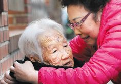 A woman in her 70s takes care of her 101-year-old mother. A growing number of people in their 60s are taking care of parents who are in their 80s and 90s as Korean society ages.