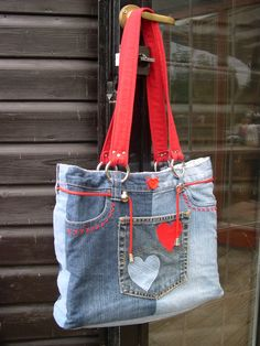 Risultato immagini per upcycled jeans bags Jean Purses, Purses And Bags, Sacs Tote Bags, Back To School Bags, Denim Purse, Denim Crafts, Old Jeans, Handmade Bags, Handmade Leather