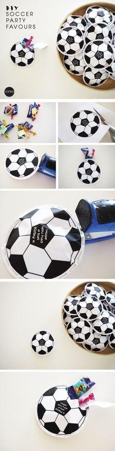 Wir lieben Fussball!  Das ist die perfekte Idee für tolle Deko bei unserem nächsten Kindergeburtstag mit dem Motto Fussball!  Vielen Dank für diese schöne Idee  Dein balloonas.com    #kindergeburtstag #motto #mottoparty #party #kinder #geburtstag #fussball #soccer #deko #dekoration #balloonas