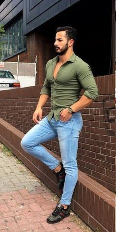 Moda Masculina - Estilo Urbano - Men in Shirts - Mode Masculine, Tight Jeans Men, Mens Fashion Suits, Men's Fashion, Fashion Menswear, Fashion Styles, Fashion Trends, Look Man, Casual Wear For Men