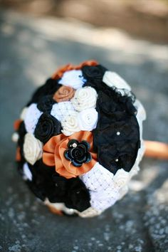 Halloween wedding flower bouquet Wedding Season, Wedding Show, Fall Wedding, Dream Wedding, Wedding Stuff, Gothic Wedding, Flower Bouquet Wedding, Floral Wedding, Bridal Bouquets