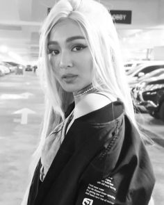 Nadine at DWTourManila (ctto) Filipina Beauty, Dangerous Woman Tour, Liza Soberano, Nadine Lustre, Jadine, Strike A Pose, Skin Makeup, Strong Women, Beautiful Pictures