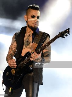Dave Navarro of Janes Addiction performs during the 2015 Voodoo Music + Arts Experience at City Park on October 31, 2015 in New Orleans, Louisiana.