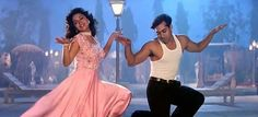 Why Hum Aapke Hain Kaun Is The Most Futuristic Movie Indian Families Have Ever Seen Bollywood Actors, Bollywood Fashion, Hum Aapke Hain Koun, Ethnic Trends, Indian Family, Madhuri Dixit, Salman Khan, Celebs, Celebrities
