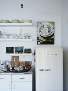 Art in the kitchen - the home of Wendy Paterson in Vogue Living. Photography by Mikkel Vang.