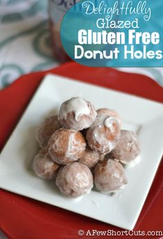 Being gluten free shouldn't mean missing out on your favorites! Check out this easy Glazed Gluten Free Doughnut Holes Recipe! Gluten Free Doughnuts, Gluten Free Sweets, Gluten Free Cooking, Gluten Free Recipes, Meal Recipes, Recipies, Donut Hole Recipe, Recipe Box, Pan Sin Gluten