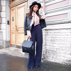 TREND☝🏻️Объёмные банты остаются на пике популярности и в этом модном сезоне, не сдавая своих позиций!Рубашку из 100% шелка сочетаем с кожаной косухой идеальной формы, брюками на высокой талии TSURPAL, шляпой из новой коллекции и сумкой от американского бренда HIELEVEN😉