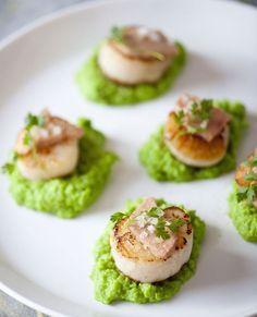 Gebakken jakobsschelpen met romige erwtenpuree en ganzenlever - Recepten - Culinair - KnackWeekend Mobile