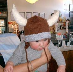 Viking hat pattern from Chile Con Yarne. Viking Baby, Viking Knit, Crochet Yarn, Crochet Hooks, Viking Helmet, Yarn Sizes, Knitting Projects, Knitting Patterns, Kids Hats