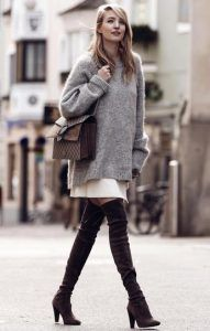 Combine oversize look: THIS styling mistake makes even fashion professionals and so you avoid it Cuddly sweater + overknees = ♥ Fall Winter Outfits, Autumn Winter Fashion, Fall Fashion, Winter Chic, Ohh Couture, Oversize Look, Pull Gris, Winter Mode, Inspiration Mode