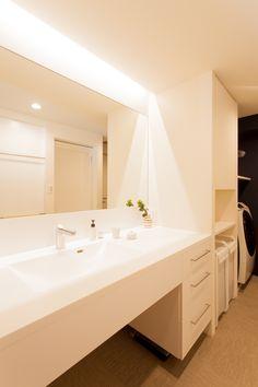 中古を買ってリノベーションの相談はEcoDeco.リノベーションの事例写真たくさんあります。不動産購入、リノベの相談無料。 #リノベーション#インテリア#東京#照明#家づくり#洗面 Bathroom Lighting, Mirror, Interior, Furniture, Home Decor, Bathroom Light Fittings, Bathroom Vanity Lighting, Decoration Home, Indoor