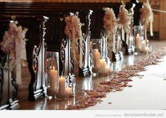 Decoración de pasillo y bancos de iglesia para bodas