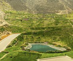 Laguna 3 del condominio La Quebrada Cieneguilla #condominio #lujo #paisajismo #verde #cieneguilla #countryhouse #luxurycondominium #lagoon #countryside #peru #laguna Menorca, Golf Courses, Condos, Landscaping, Luxury, Country, Cities, Green