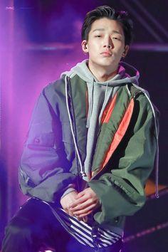 Post with 96 views. Yg Entertainment, Ikon Member, Kim Jinhwan, Ikon Wallpaper, Ikon Debut, Pose Reference Photo, Korean Boys Ulzzang, Mobb, Photos