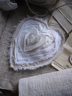 Mettre du coeur à l'ouvrage -- realization of many hearts in linen fabric. Fabric Hearts, Fabric Flowers, My Funny Valentine, Valentines, Sewing Crafts, Sewing Projects, I Love Heart, Linens And Lace, Fabric Manipulation