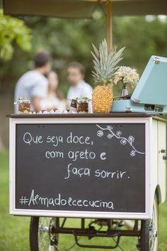 """""""Que seja doce, com afeto e faça sorrir"""". """"That's sweet , with affection and makes you smile"""". Foto por @_mariatoscano."""