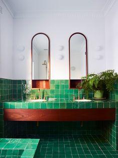 Casa de banho com ladrilho verde esmeralda