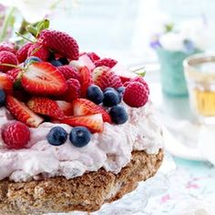 """Summer cake⏐ It is not surprising that this dessert bears the name """"Baiser"""" . Summer Cakes, 20 Min, Blondies, Food Inspiration, Sweet Tooth, Cheesecake, Deserts, Cupcakes, Yummy Food"""