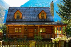 Take a look at 1100 square feet of cozy log cabin living. This is the Creekside Cabin in the woods . Log Cabin Living, Small Log Cabin, Log Cabin Kits, Little Cabin, Log Cabin Homes, Cozy Cabin, Cabin Plans, Log Cabins, Cabin Ideas