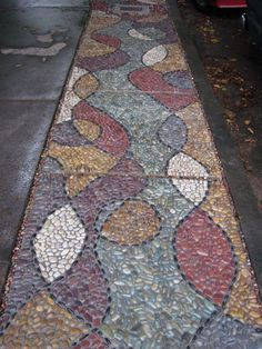 10 Garden Mosaic Projects • Lots of Ideas & Tutorials! • Including this one from Jeffrey Bale.