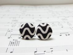 Black and white stud earrings, fabric covered button earrings, halloween studs, surgical steel, nickel free earrings, vintage,ohrstecker by LittleMissXenia on Etsy
