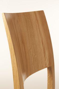 Wittmann Esszimmer Lehne aus Massivholz - wahre Handwerkskunst und hoher Sitzkomfort Chair, Detail, Furniture, Home Decor, Pipes, Contemporary Design, Lunch Room, Eten, Homemade Home Decor