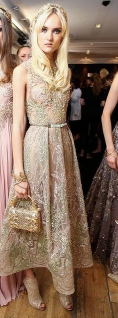 Backstage Elie Saab Beautiful Gowns, Beautiful Outfits, Look Fashion, Runway Fashion, Couture Dresses, Fashion Dresses, Outfit Vestidos, Elie Saab Fall, Elie Saab Couture