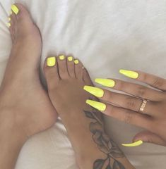 How to choose your fake nails? - My Nails Aycrlic Nails, Diva Nails, Feet Nails, Best Acrylic Nails, Summer Acrylic Nails, Acrylic Toes, Acrylics, Pretty Toe Nails, Gorgeous Nails