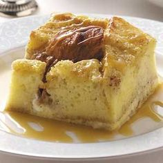 Biltmore's Bread Pudding Recipe -Here's one of our classic dessert recipes. A golden caramel sauce enhances the rich bread pudding. Köstliche Desserts, Delicious Desserts, Dessert Recipes, Yummy Food, Recipes Dinner, Dinner Ideas, Potluck Ideas, Fun Food, Mousse