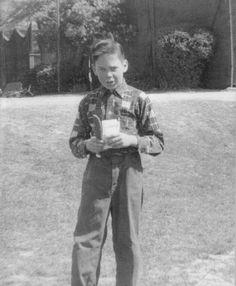 It's Neil as a little boy It was on the cover of the Broken Arrow fanzine a few months back