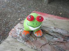 Hand Painted Rocks.  Its a great outdoor DIY activity.  https://lovenloot.blogspot.com