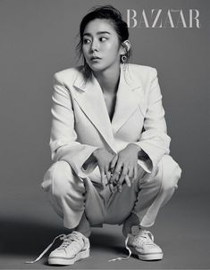 Uee told the March issue of Harper's Bazaar that she goes home on the days they're not filming her current drama and watches movies/cartoons, hangs out with her cats and eats rice ̵…