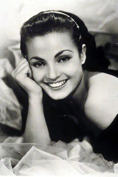 Hollywood Classics, in Black & White. Classic Actresses, Beautiful Actresses, Actors & Actresses, Timeless Beauty, Classic Beauty, Divas, Spanish Actress, Spanish Woman, Actrices Hollywood