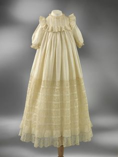 1902 Habutai silk Christening robe trimmed with embroidery and machine-made lace, Great Britain. Via V.
