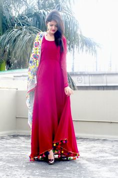 Love to style in plain and simple Stylish Dresses, Casual Dresses, Fashion Dresses, Fashion Styles, Simple Dresses, Indian Attire, Indian Wear, Indian Style, Pakistani Outfits