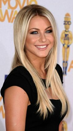 Most Beautiful Faces, Beautiful Girl Image, Beautiful Eyes, Gorgeous Women, Julianne Hough Short Hair, Light Blonde, Hot Blondes, Great Hair, Beautiful Actresses
