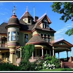 Victorian:  #Victorian house. I'd love to live in an old Victorian house but with modern up to date features.