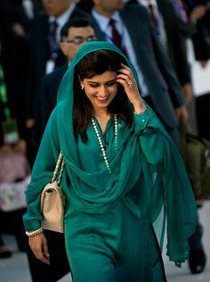 Hot and Sexy Politician Photos Hina Rabbani Khar HD Photos & Wallpapers - HD Photos Pakistani Couture, Indian Couture, Pakistani Outfits, Indian Outfits, Indian Dresses, Hina Rabbani Khar, Shalwar Kameez, Salwar Suits, Kurta Designs