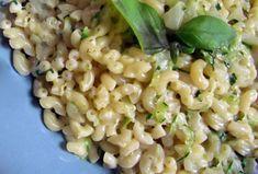 Voici la recette du risotto de coquillettes aux courgettes ww, simple, facile et rassasiant. Ingrédients pour 4 personnes:- 9 SP / personne 270 g de coquillettes 3 courgettes 1 échalote 1 gousse d'ail 15 cl de vin blanc 1 cuillère à soupe d'huile d'olive 500 ml de bouillon de légumes chaud 2 cuillères à soupe …