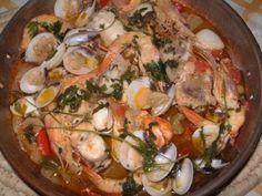 Portuguese Cataplana Recipe, Portuguese Recipes, Frango Chicken, Fries In The Oven, Paella, Turkey, Cooking Recipes, Meat, Ethnic Recipes