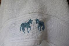 Badetuch mit Kapuze Weiß mit Pferdchen  von marland auf DaWanda.com