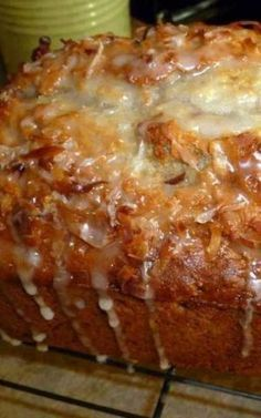 Authentic Mexican Desserts Recipe For Jamaican Banana Bread - A Few Interesting Ingredients Take This Banana Bread To A Tropical Place From Which You Will Not Want To Return. Banana Bread With An Island Twist. Jamaican Banana Bread Recipe, Jamaican Recipes, Banana Bread Recipes, Cake Recipes, Pineapple Banana Bread Recipe, Coconut Banana Bread, Banana Bread With Glaze, Icing For Banana Bread, Coconut Oil
