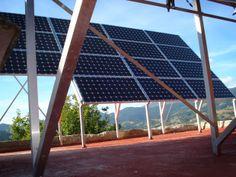 Paneles solares fotovoltaicos en el tejado