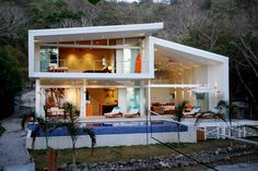 braxton and yancey: Mid-Century Modern Homes  Love the cut-out effect of extending the sidewalls and roofline.
