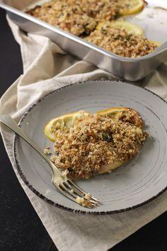 Sardinha assada com limão e orégano, coberta com uma farofinha chamada bricioli, feita com pão torrado e picado grosseiramente.
