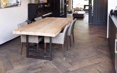 FLOOR Gerookte houten visgraat vloer - eettafel - piano - keuken