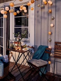 Salons et meubles de balcon: notre shopping malin - Marie Claire Outdoor Table Tops, Outdoor Chairs, Ikea Outdoor, Balcony Table And Chairs, Outdoor Cinema, Chair Pads, Chair Cushions, Patio Plus, Interiors